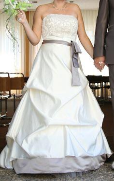 Robe de mariée ivoire et taupe d'occasion à Grenoble
