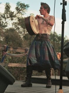 well, hello Aya, funny to find you on pinterest Kilt Homme, Men In Kilts, Kilt Men, Highlanders, Scottish Highlands, Scottish Tartans, Shirtless Guys, Highland Games, Scottish Man