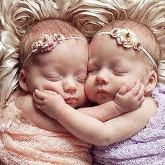 Twin babies sleeping are the perfect sweetness pill. Twins are a double dose of cuteness. 23 cutest twin photos ever. So Cute Baby, Baby Kind, Baby Love, Cute Babies, Baby Baby, Baby Hug, Twin Girls, Twin Babies, Little Babies