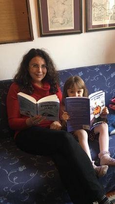 Due lettrici speciali e a ciascuna il suo libro 🙂 #IlPaneSottoLaNeve (per i più grandi) & #UnSottomarinoInPaese (per i più piccoli) ❤️ E poi ce li si può anche scambiare, eh 😉   www.vanessanavicelli.com
