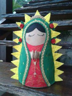 Nsa de Guadalupe Diy And Crafts, Christmas Crafts, Faith Crafts, Diy Angels, Catholic Crafts, Santa Doll, Felt Tree, Felt Patterns, Handmade Felt