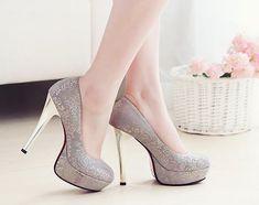 あ〜、この靴も素敵だわ〜♬