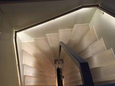 LED light i håndløper / LED light in handrail of stair Contemporary Style, Stairs, Led, Lighting, Elegant, Architecture, Design, Home Decor, Light Fixture
