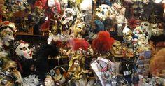 A máscara tem o misticismo de dar vazão a alegria, tristeza, revelar ou ocultar sentimentos.  Na Itália ganharam conotações na 'Comm...