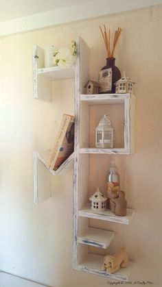 A pallet home shelf for all the special little things in life. Includes full tutorial on how to make your own