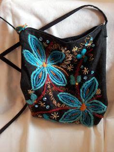 Pärlor,paljetter och gamla spetsar: Väskor i alla färger och former