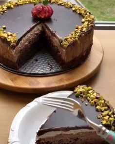 10 Minuets : The most beautiful chocolate cake in the world alı Dense chocolate taste and soft . Beautiful Chocolate Cake, Tasty Chocolate Cake, Chocolate Flavors, Chocolate Desserts, Dessert For Two, Dessert Bars, Trifle Desserts, Delicious Desserts, Dessert Illustration