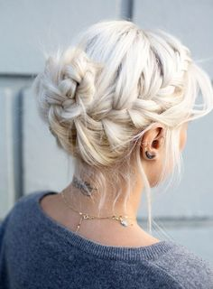 elegant hairstyles for medium hair