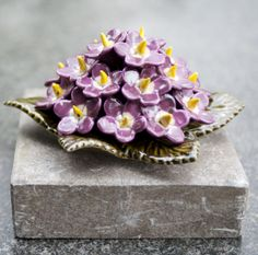 Ceramic Lila Primulas (17cm). High quality and resistant to frost. Handmade in France. Lila primula's van keramiek (17cm). Hoge kwaliteit en bestand tegen vorst. Handgemaakt in Frankrijk. #keramiekvoorbuiten