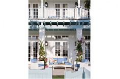 A terrace setting at exclusive Windsor in Vero Beach, Florida. By Jane Ellsworth Interiors.