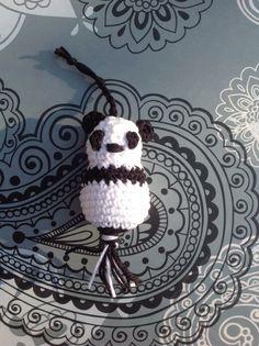 Panda gelukspoppetje. Gehaakte panda sleutelhanger. Crocheted panda keychain.
