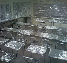 Classroom Wrapped in Foil Broma con papel aluminio en la escuelaBroma con papel aluminio en la escuela # classroom Pranks Senior Year Pranks, Funny Senior Pranks, Funny April Fools Pranks, Funniest Pranks, College Humor, School Humor, Geek Culture, High School Funny, High School Pranks