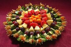 фруктовая нарезка-Party platters are all beautiful! Salad Bar, Fruit Salad, Appetizers For Party, Appetizer Recipes, Dessert Dips, Silvester Party, Party Platters, Fruit Plate, Veggie Tray