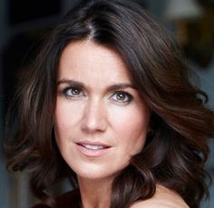 SUSANNA_REID Because she has a difficult job and yet she has poise and is always a professional! Celebrity Pix, Celebrity Hairstyles, Susana Reid, Global Hair, Marriage Material, Yummy Mummy, Tv Presenters, Celebs, Celebrities