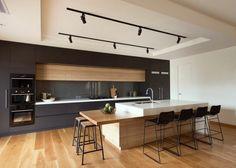 ilot noir et bois cuisine design moderne