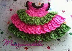 De nuevo estoy aquí con otro patrón propio y sencillito,como a mi me gusta.Le he puesto el nombre de mi abuela Teresa ,mientras la estaba h... Crochet Doll Dress, Knitted Dolls, Crochet Clothes, Crochet Baby, Free Crochet, Knit Crochet, Baby Doll Clothes, Doll Clothes Patterns, Sewing Toys
