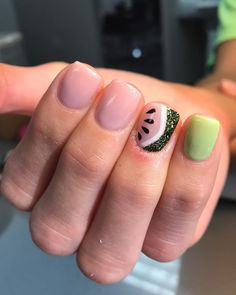 Semi-permanent varnish, false nails, patches: which manicure to choose? - My Nails Bright Summer Nails, Cute Summer Nails, Summer Vacation Nails, Summer Gel Nails, Cute Summer Nail Designs, Watermelon Nails, Shellac Nails, Shellac Nail Designs, Nail Nail
