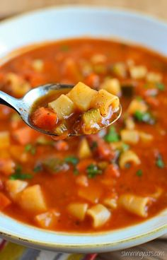 Slimming Eats Minestrone Soup - gluten free, dairy free, vegetarian, Slimming World and Weight Watchers friendly (Soup Recipes Minestrone) Slimming World Minestrone Soup, Slimming World Soup Recipes, Slimming World Soup Speed, Minestrone Soup Recipes, Vegetarian Minestrone Soup, Cheap Clean Eating, Clean Eating Snacks, Veggie Recipes, Vegetarian Recipes