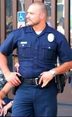🏳️🌈Much more fun: Twitter: @lazyfireoperat1 (Menlover 😍) www.lazyfireoperatorhumanoid.tumblr.com 🏳️🌈 Police Cops, Police Uniforms, Police Officer, Cop Uniform, Men In Uniform, Hot Cops, Military Men, Perfect Man, Gorgeous Men