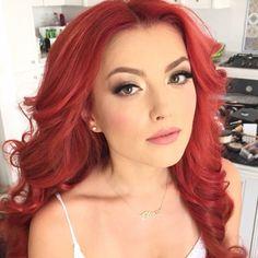 Elena Gheorghe ea iubesc ❤️ Long Auburn Hair, Shades Of Red Hair, I Love Redheads, Red Hair Woman, Gorgeous Redhead, Love Makeup, Beauty Hacks, Beauty Tips, Pretty Face