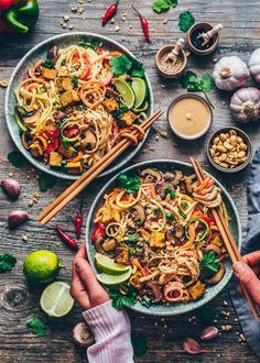 This Vegan Pad Thai with crispy tofu, rainbow vegetable noodles and creamy peanut sauce is quick and easy to make, healthy and so delicious! The recipe is gluten-free and can be made without tofu too! Easy Healthy Recipes, Quick Easy Meals, Vegetable Recipes, Easy Dinner Recipes, Healthy Snacks, Vegetarian Recipes, Crockpot Recipes, Vegetarian Pad Thai, Thai Vegan