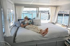 Bedroom with loads of natural light - Chris and Kristen's Dreamy Houseboat