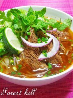 おうちで作って旅気分♪野菜たっぷりヘルシーな【ベトナム麺料理 ... ピリ辛牛肉麺☆ブンボーフエ