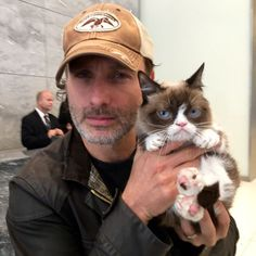 Grumpy Cat and Andrew Lincoln give each other scowling tips in #NYC. #NoItAll @WalkingDead_AMC @AMC_TV #WalkingDead