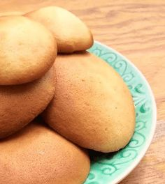 Maak lekker je eigen eierkoeken zonder suiker met amandelmeel! Dit recept is goed voor 4 eierkoeken en is heerlijk als gezond tussendoortje