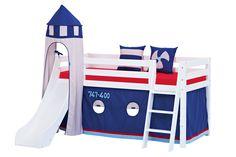 Goodnightkidzz jongens slaapkamerkamer.  Bed met glijbaan Hoppekids, om te bouwen naar een laag bed. Massief hout kleur wit