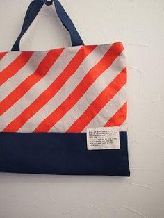 オレンジ 斜めストライプのレッスンバッグ