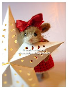 A little Christmas mouse for the house! Needle Felted Animals, Felt Animals, Wet Felting, Needle Felting, Felt Christmas, Christmas Crafts, Christmas Ornament, Felt Crafts, Diy And Crafts