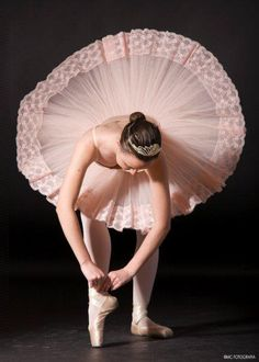 Love the light pink tutu Dance Like No One Is Watching, Just Dance, Ballet Tutu, Ballet Dancers, Ballet Costumes, Dance Costumes, Princesa Tutu, Ballet Photography, Dance Poses