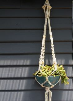 Excellent Photo How to make a SIMPLE Rope Plant Hanger Popular When there is l. Excellent Photo How to make a SIMPLE Rope Plant Hanger Popular When there is little room for the Macrame Hanging Planter, Diy Hanging, Hanging Planters, Hanging Flowers, Rope Plant Hanger, Plant Hangers, Macrame Plant Hanger Patterns, Home Decoracion, Flower Pots