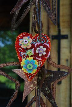 gorgeous felt heart craft project!