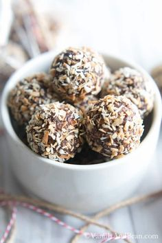 Bourbon Date Nut Truffles #VeganTruffles #Bourbon #Recipe #holidaygifts