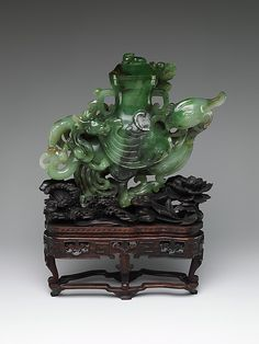 Vase in the Shape of a Bird, Qing dynasty (1644-1911), 18th-19th century, jade, China