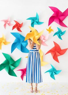 18 Colorful DIY Party Ideas for Any Occasion Diy Backdrop, Photo Booth Backdrop, Paper Backdrop, Diy Party Decorations, Paper Decorations, Pinwheel Decorations, Birthday Decorations, Diy And Crafts, Crafts For Kids