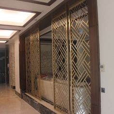 Panel pattern and material to slightly separate the dining and living areas Window Grill Design Modern, Grill Door Design, Main Door Design, Screen Design, Living Room Partition Design, Room Partition Designs, Wood Partition, Jaali Design, Metal Grill