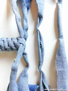 Make no-sew recycled denim dog toys out of old jeans! It's easy, fast and free! These heavy duty recycled denim dog toys are great as chewing dog toy, to play fetch and tug-of-war. Diy Dog Toys, Cat Toys, Dog Enrichment, Dog Collar Tags, Dog Mixes, Denim Crafts, Dog Crafts, Recycled Denim, Old Dogs