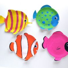 Tropical Reef Fish are fun animal crafts for kids that are great as summer activities for kids or classroom crafts for decorating during a lecture on the ocean. Dive into crafts for kids with these amazing tropical fish made from paper plates. Ocean Kids Crafts, Paper Plate Crafts For Kids, Summer Crafts For Kids, Fish Crafts, Summer Activities For Kids, Projects For Kids, Craft Projects, Paper Crafts, Craft Ideas