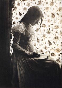 womenreading:  Zitkala-Sawasa beautiful Yankton Sioux woman of Native American & white mixed ancestry. She was well educated and went...