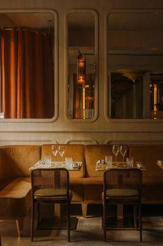 Nolinski restaurant in Paris, designed by John Whelan Decoration Restaurant, Restaurant Seating, Hotel Restaurant, Restaurant Design, Pub Decor, Modern Restaurant, Architecture Restaurant, Interior Architecture, Bar Interior