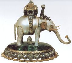 Dutch-manufacturing Elephant in gold, enamel, emeralds, diamonds and pearl Scaramazza seventeenth century Imperial Silver at Museum Silver Collection Court (Silberkammer) Hofburg Palace, Austria