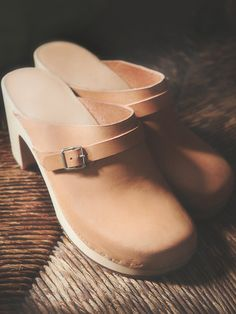 I want a pair of Swedish Hasbeen Clogs so bad