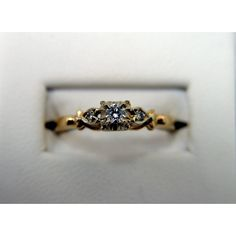 This is beautiful! But i woukd like to modernize it by setting it in white gold instead.
