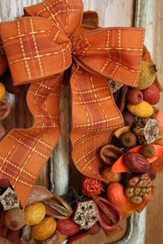 What do you do with old Potpourri?with all the neat texture and wonderful color, and different pods and berries and . Wreath Crafts, Diy Wreath, Burlap Wreath, Wreath Ideas, Grapevine Wreath, Thanksgiving Wreaths, Fall Wreaths, Fall Crafts, Diy Crafts