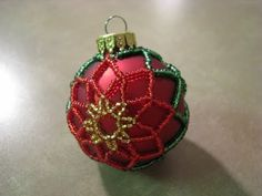 Darling miniture version of the beaded poinsettia ornament I did previously. Make 2 and add earring hooks - you'll be the talk of your next Christmas party! Beaded Christmas Decorations, Crochet Christmas Ornaments, Christmas Balls, Beaded Ornament Covers, Beaded Ornaments, Ornament Tutorial, Beads And Wire, Beading Patterns, Seed Beads