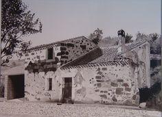 Domusnovas Canales (or) Sardegna Italy.    dipinto  a inch di china .