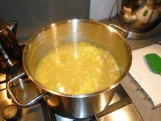 Is de #bouillon te zout geworden? Laat een rauwe aardappel mee koken of stop er een suikerklontje in. Probleem opgelost! #tipvanmichiel #tip Meer tips? www.hulpstudent.nl